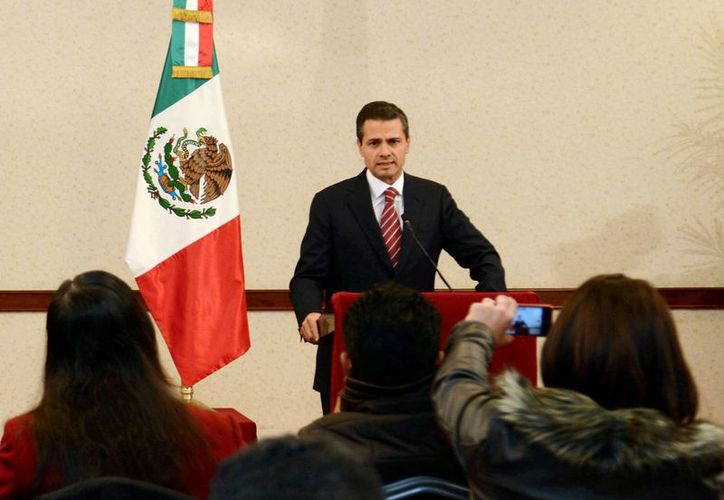 Peña Nieto felicitó a los congresos estatales que dieron su aval a la reforma energética. (Notimex)