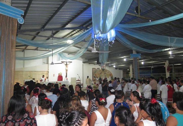 Las celebraciones de San Pedro y San Pablo culminaron con una misa oficiada por el obispo Pedro Pablo Elizondo. (Irving Canul/SIPSE)