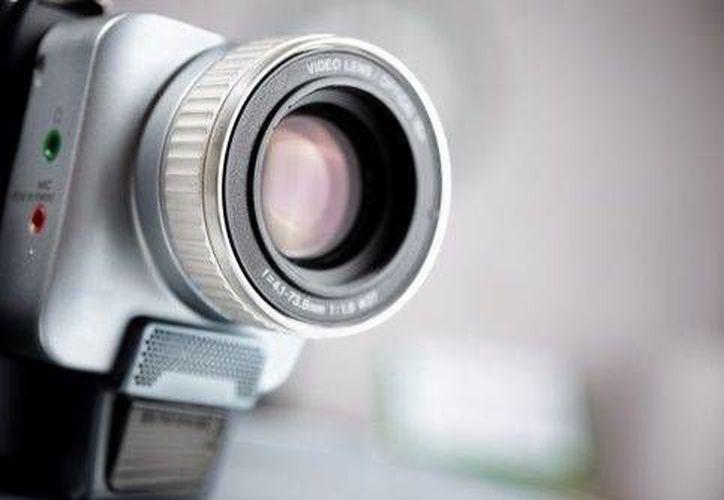 El hombre instaló una cámara de video con la intención de captar actividades paranormales. (articles.com)