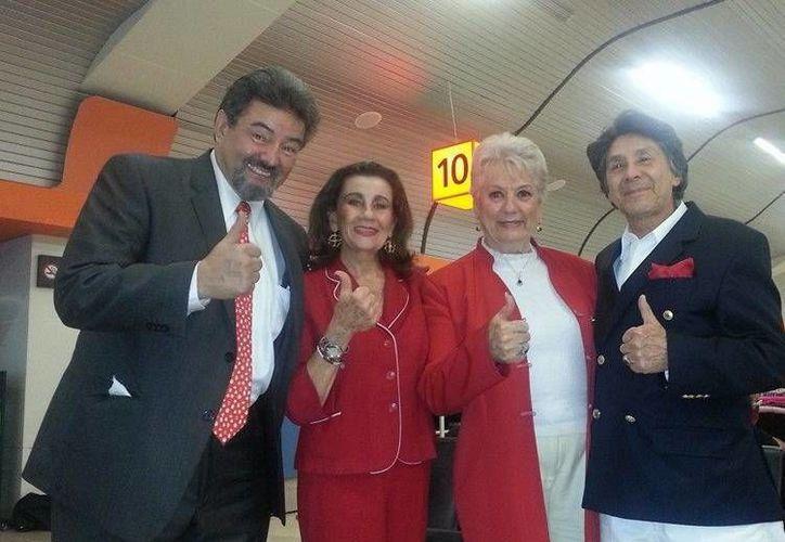La actriz Yolanda Ciani (vestida de rojo) es la nueva secretaria general de la ANDA. (Facebook/Ylanda Ciani)