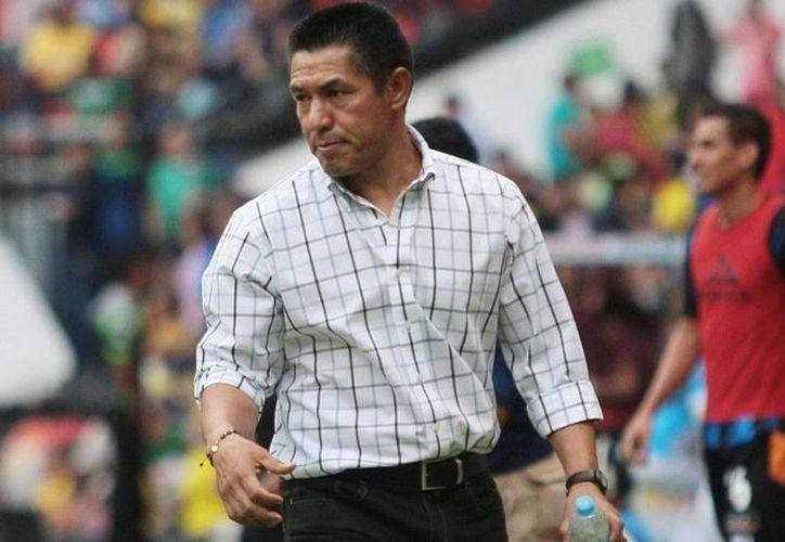 Aunque pareciera que la afición americanista no está convencida, todo indica que Ignacio Ambriz asumirá como entrenador de Aguilas este martes. (Notimex)