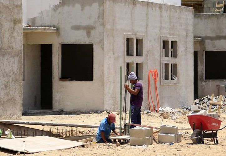 La mayoría de constructores no desarrollan vivienda de interés social, pero se incentivan sectores que dotan de insumos a la construcción. (Harold Alcocer/SIPSE)