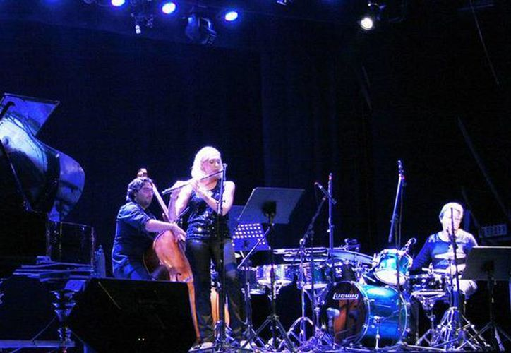El trío femenino ofreció temas que fueron de lo clásico al jazz. (Milenio Novedades)