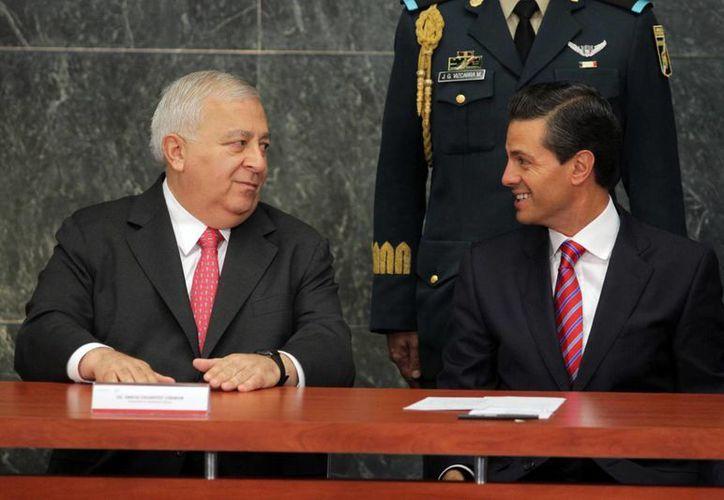 El presidente Enrique Peña Nieto y Emilio Chuayffet, secretario de Educación Pública, durante la ceremonia de hoy por el 78 aniversario del Instituto Politécnico Nacional. (Notimex)