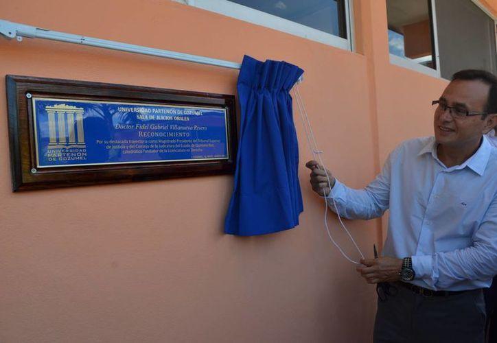 La Universidad Partenón la llama Dr. Fidel Gabriel Villanueva Rivero. (Redacción/SIPSE)