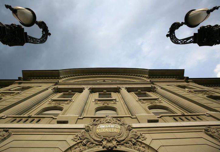 El Banco Nacional de Suiza impuso un -0.25% a los depósitos de más de 10 millones de francos suizos. (AP)