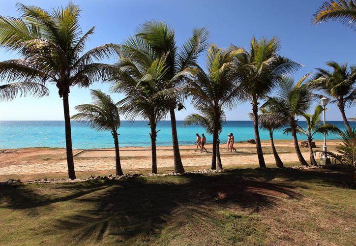 Más de 400 playas cubanas presentan signos de erosión por el creciente nivel del mar. (EFE)