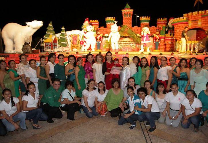 Participantes del festival navideño del Cendi. (Cortesía/SIPSE)