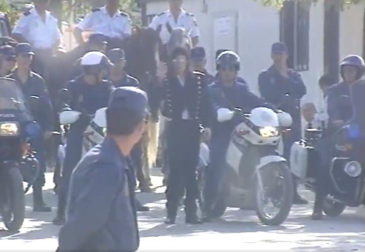 A través de su cuenta de Twitter el cuerpo policíaco conmemoró el sesenta aniversario del cantante (@policia)