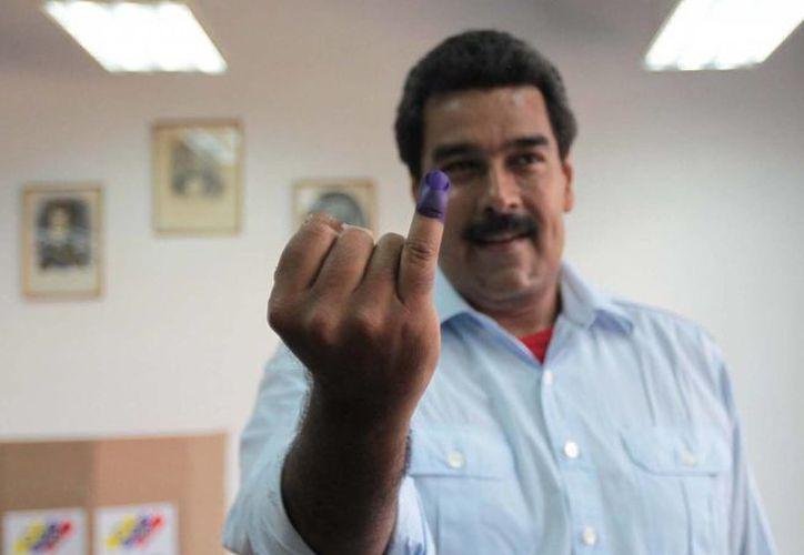 Nicolás Maduro tras ejercer su voto la mañana de este domingo. (Notimex)