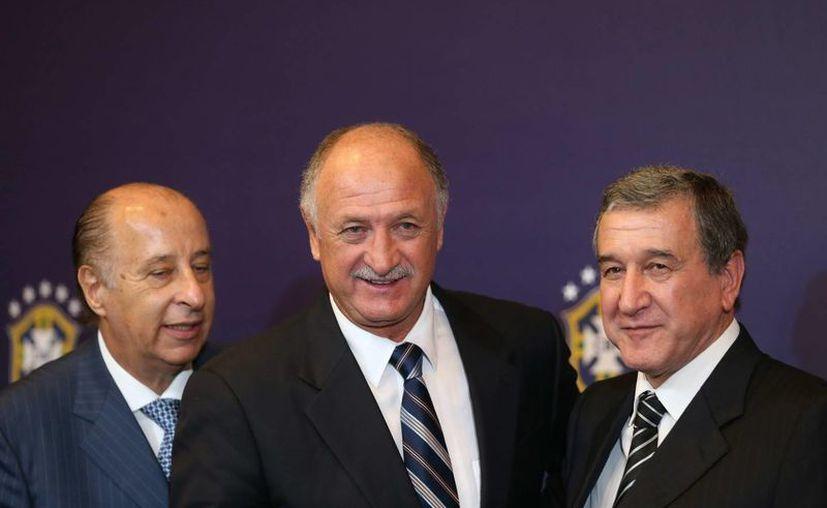 Marco Polo Del Nero (i) aparece con Luiz Felipe Scolari, entrenador de la Selección de Brasil, y su auxiliar Carlos Alberto Parreira. (EFE/Foto de archivo)