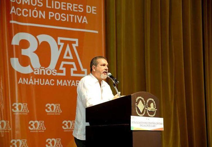 Manuel Ruiz Mendoza en la inauguración del curso-taller realizado en las instalaciones de la Universidad Anáhuac-Mayab. (SIPSE)