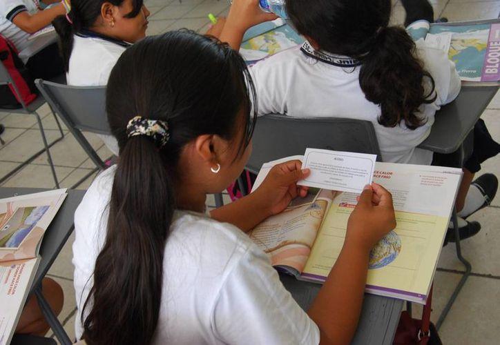 En algunas escuelas se informó a los alumnos sobre las acciones del magisterio. (Archivo/SIPSE)
