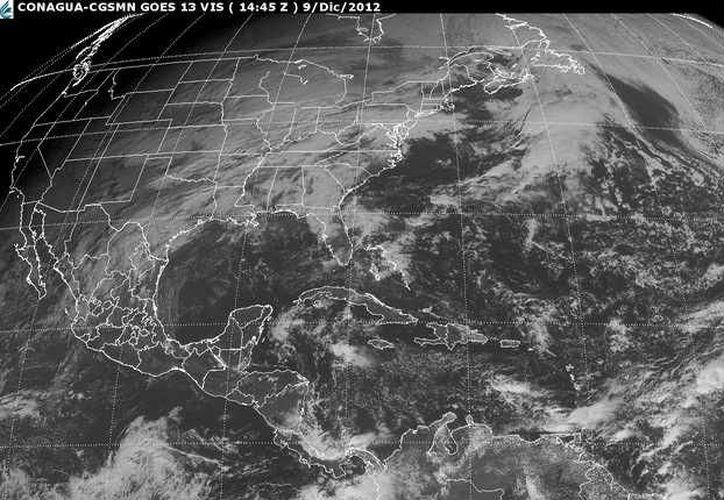 Un sistema de alta presión que se localiza sobre el Golfo de México, favorece la entrada de aire marítimo tropical con poco contenido de humedad hacia la Península de Yucatán. (Redacción/SIPSE)