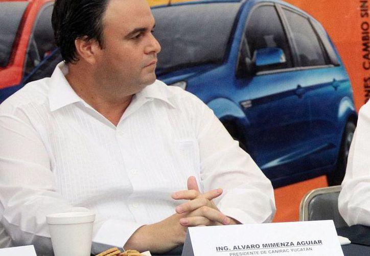 El presidente de la Canirac, Álvaro Mimenza, asegura que los propietarios de restaurantes de comida china aceptaron capacitarse en el manejo higiénico de alimentos. (José Acosta/Milenio Novedades)