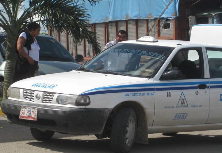 Los taxistas esperan que a más tardar en el mes de julio se realicé el incremento en la tarifa del transporte. (Javier Ortiz/SIPSE)