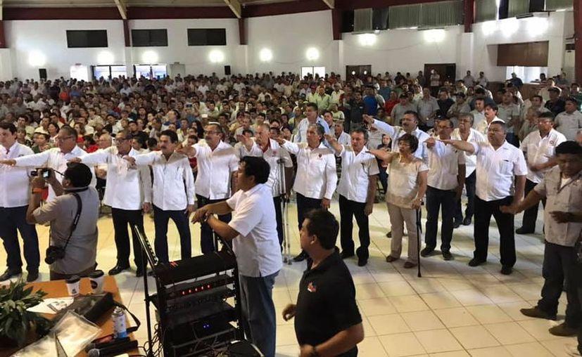 La toma de protesta de los nuevos integrantes del comité ejecutivo del FUTV. (Novedades Yucatán)
