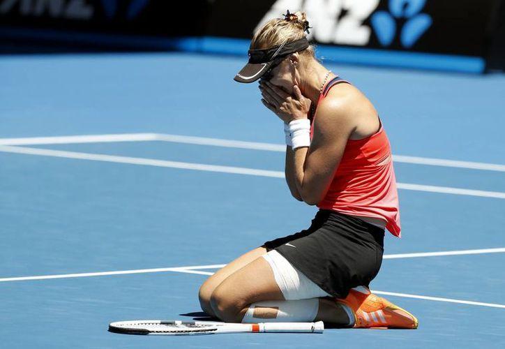 Mirjana Lucic Baroni dio tal vez el mejor partido de su vida y calificó a semifinales del Abierto de Australia por primera vez desde 1999. (AP)
