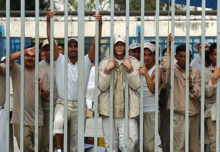 Cuatro mil presos obtendrán su libertad debido a que cometieron delitos que ya no son considerados graves.  (Proceso)