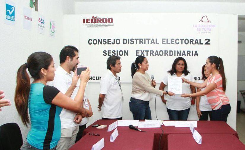 Los diputados recibieron sus constancias en los distritos. (Luis Soto/SIPSE)