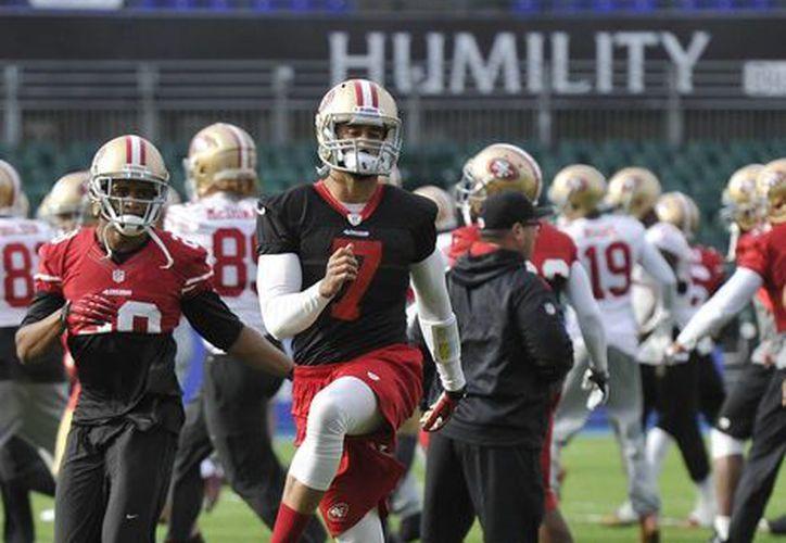 Los 49ers de San Francisco entrenan en el estadio Wembley con miras al enfrentamiento con Jaguars de Jacksonville. (Agencias)