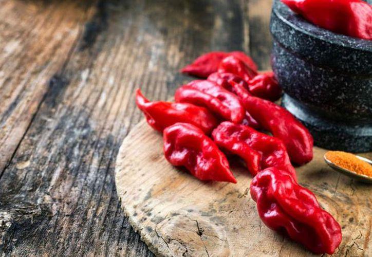 El ranking del picor de la escala de Scoville nombró como el chile más picante del mundo al 'Carolina Reaper'. (Foto: Univisión)
