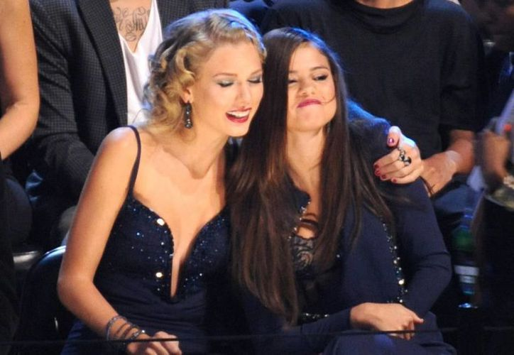 Taylor Swift y Selena Gómez en los Premios MTV a los Videos Musicales el pasado domingo en el Barclays Center en Nueva York. (Agencias)