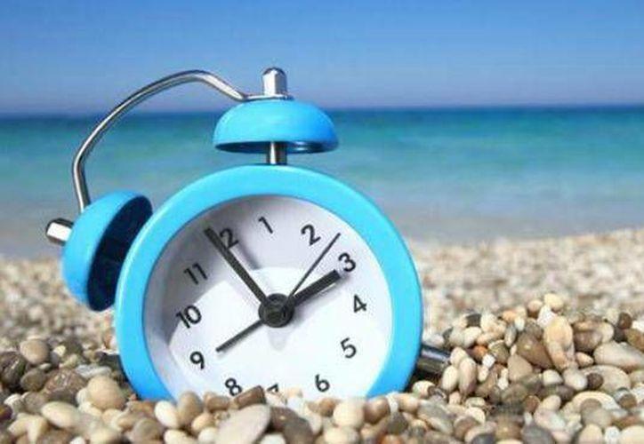 Los relojes de los quintanarroenses se ajustaron al horario de verano de Estados Unidos, lo que creó confusión y que algunas personas llegaran antes a sus trabajos. (Cortesía)