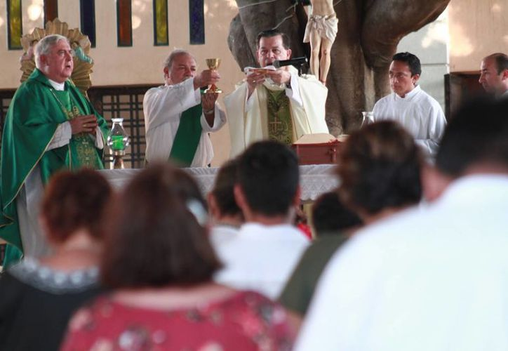 El Arzobispo de Yucatán, Gustavo Rodríguez Vega, durante la homilía del I Encuentro Diocesano de Pastoral de la Salud. (Fotos cortesía)