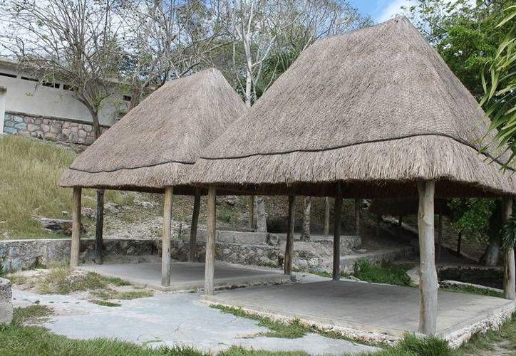 En la comunidad de Álvaro Obregón, se construyeron diversas palapas y locales para vender todo tipo de artesanías. (Edgardo Rodríguez/SIPSE)