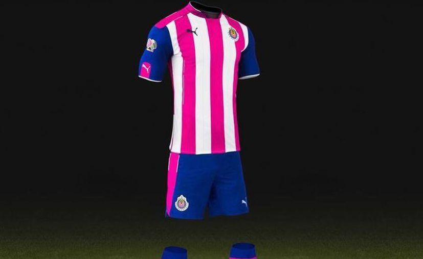 Las Chivas usarán este uniforme en su encuentro del próximo sábado, ante Monarcas Morelia, en la jornada 12 de la Liga MX. (Foto tomada de Twitter/@JerseysCDG)