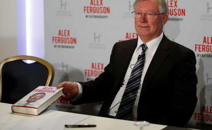 Sir Alex Fergusón sigue pasando <i>cuchillo</i> a todos los jugadores con los que trabajó en el ManU. (Agencias)