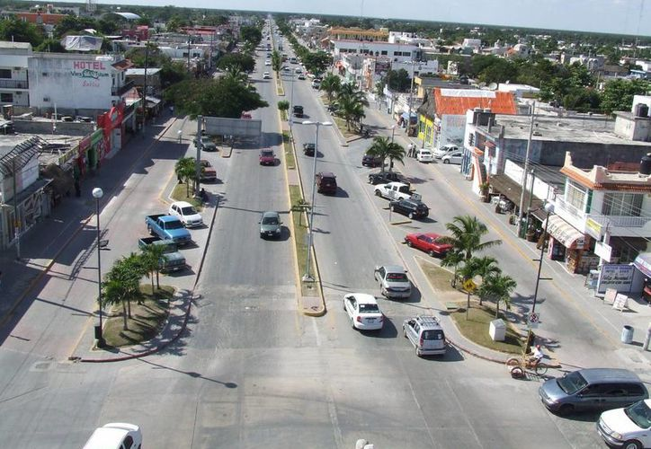 Personas que transitan por la zona piden señalización y vigilancia en el bulevar Tulum. (Rossy López/SIPSE)