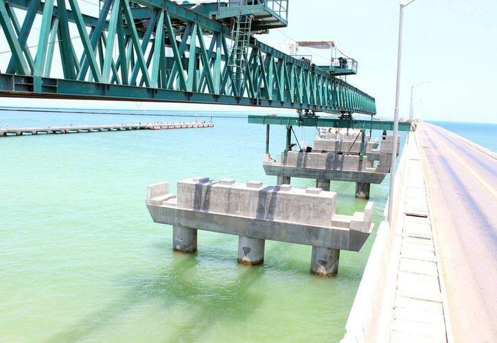 Los trabajos continúan en el puerto de Progreso.La obra ayudará a incrementar la capacidad de carga en peso y volumen de la zona. (Milenio Novedades)