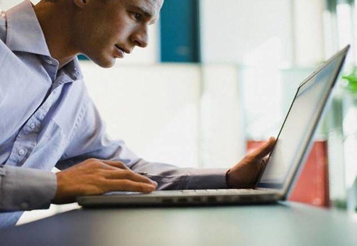 La nube es una forma de almacenar fotos, documentos, correos electrónicos y otros datos en computadoras terceras. (televicentro.hn)