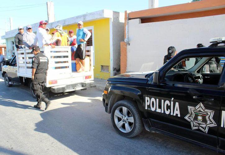 Vecinos de Progreso acusan a policías municipales de tener una escasa capacidad para manejar las armas. Joven conductor fue detenido por 'supuestas' agresiones en contra de dos oficiales. (Milenio Novedades)