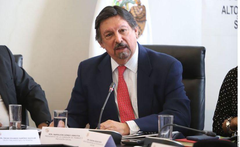 La Sección 21 del sindicato minero, que encabeza el Senador por Morena Napoleón Gómez Urrutia (foto), con sede en Durango, ofrece de manera gratuita un boleto por trabajador para la rifa del avión presidencial. (Agencia Reforma)