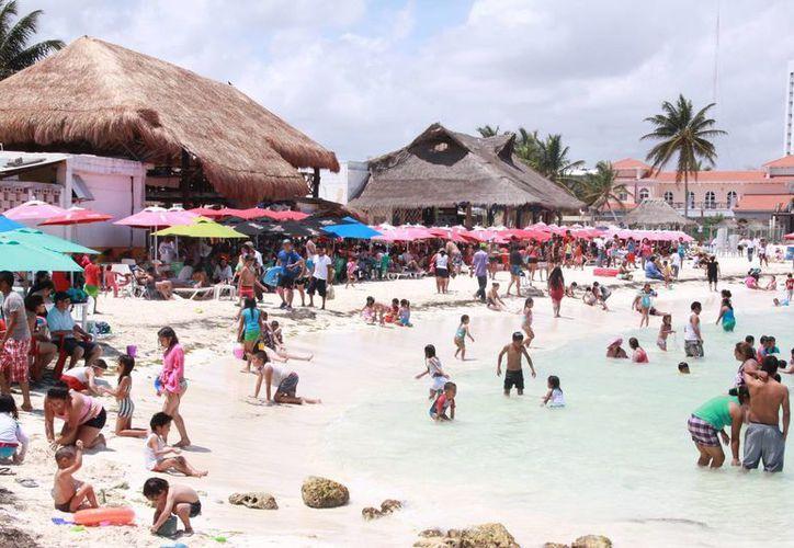 Cada año aumenta el número de visitantes en este destino de playa. (Israel Leal/SIPSE)