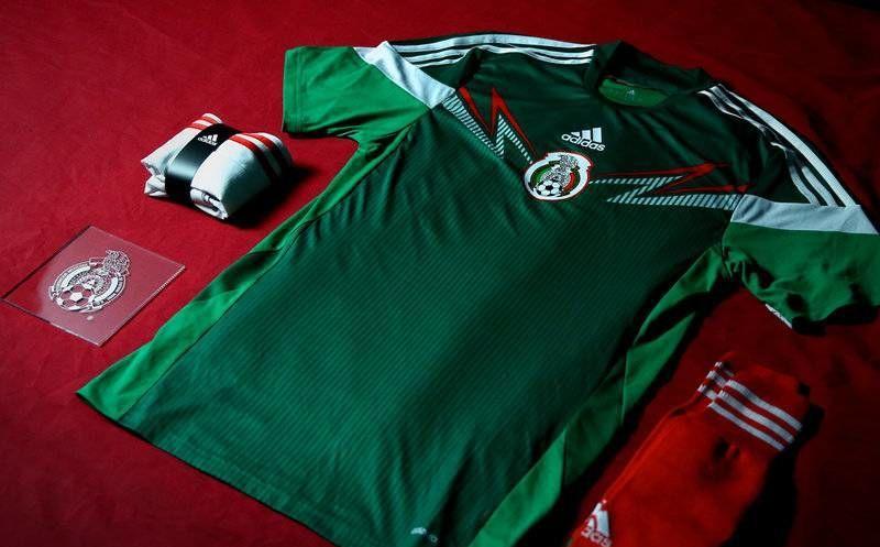 El uniforme que la Selección de México utilizará durante el Mundial Brasil  2014. (planetf1 688bf3a010811