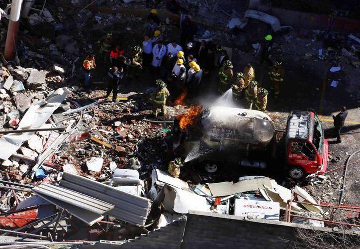 Gas Express Nieto estará en la mira de la Sener, mientras toma una decisión respecto a la concesión. Imagen de la explosión de la pipa de dicha empresa en el Hospital Materno Infantil de Cuajimalpa. (Archivo/SIPSE)