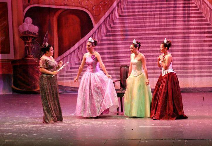 """En el """"Peón Contreras"""" se presentó """"Las princesas encantadas"""", bajo la dirección de Lizbeth Amaro Ruelas. (Christian Ayala/SIPSE)"""