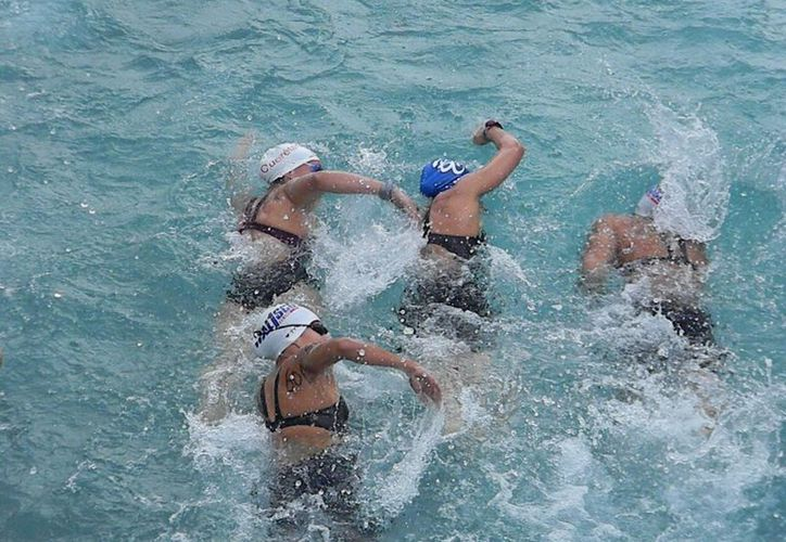 Puerto Cancún abre sus puertas para desarrollar las tres fases del triatlón. (Ángel Mazariego/SIPSE)