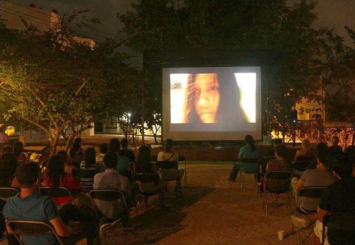 El cine no es solamente para locales sino que también para vacacionistas que arriban a Playa del Carmen. (Luis Ballesteros/SIPSE)