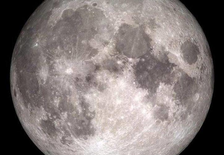 La primera luna de invierno, condición de la que deriva su nombre, no sucedía en estas fechas desde hace 38 años y se repetirá hasta 2034, por lo que los especialistas recomiendan mirar hacia el cielo en Nochebuena y Navidad. (Twitter: @NASA)