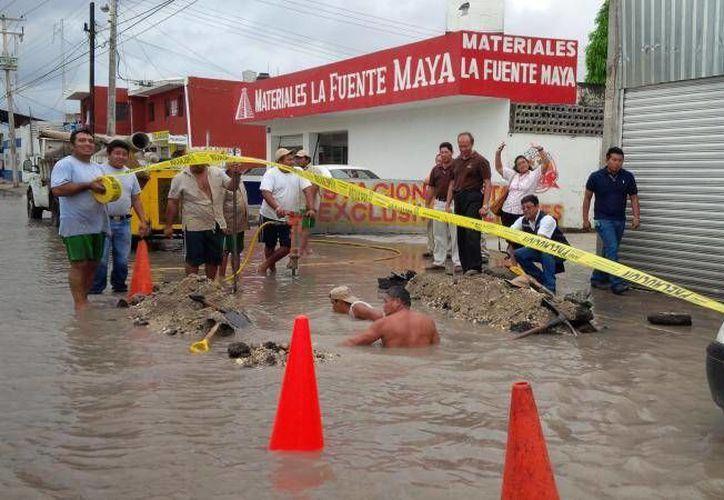 La reparación de la fuga en la zona oriente de Mérida. (SIPSE)
