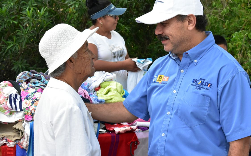 El abanderado de la alianza Por Quintana Roo al Frente, recorrió Leona Vicario, municipio de Puerto Morelos. (Redacción)