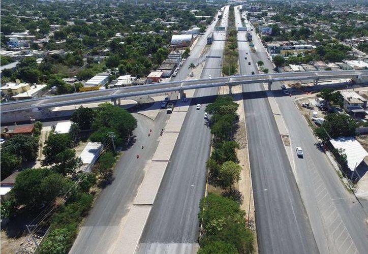 En imagen, el paso superior vehicular en el entronque Mérida-Tixkokob, una de las dos obras que se inaugurarán hoy. (Archivo/Milenio Novedades)