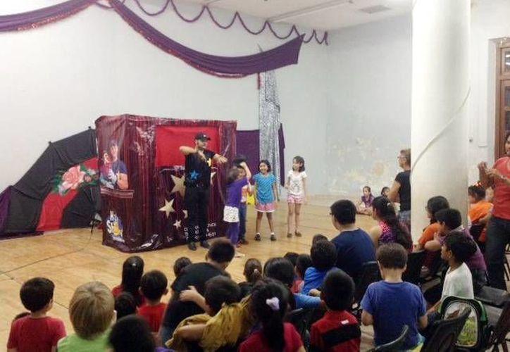 Los niños del Cecuny disfrutaron del teatro de marionetas. (Milenio Novedades)