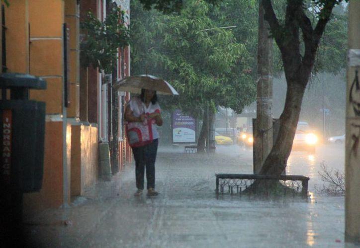 La lluvia acompañó a los meridanos durante buena parte de la tarde. (José Acosta/SIPSE)