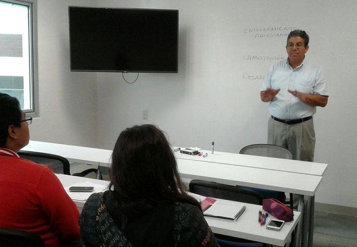 El cambio favorecerá a los alumnos de licenciatura tradicionales y ejecutivas. (Jesús Tijerina/SIPSE)